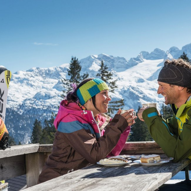 The stop at the skilodge is part of a perfect Skiday  ©Skiregion Dachstein-West/Erber